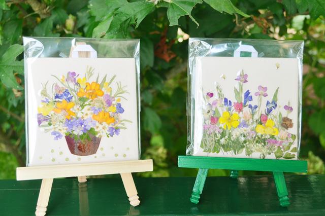 押し花体験教室のタイル作品例