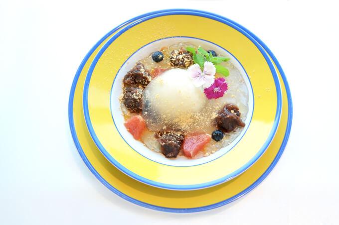 わらび餅とアイスクリームの和風デザート
